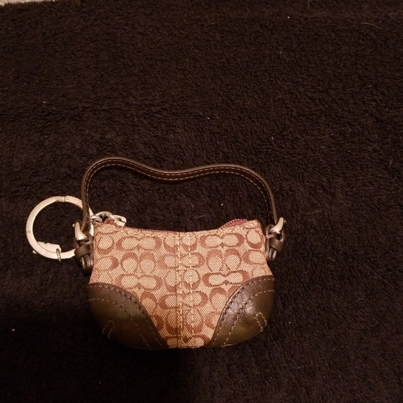 b568c5ac48 ... shoulder 98f8f 97d30  new zealand coach key chain with very small purse  e7939 46179